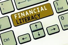 Знак текста показывая финансовую грамотность Схематическое фото понимает и знающий о том, как деньги работают стоковые фотографии rf