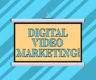 Знак текста показывая цифров видео- маркетинг Схематическое фото использует видео- содержания для того чтобы повысить портативную стоковое фото rf