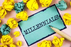 Знак текста показывая Millennials мотивационный звонок Схематическое поколение y фото принесенное от 1980s к 2000s написанному на Стоковая Фотография
