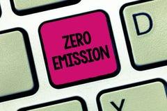 Знак текста показывая zero излучение Схематическое фото никакой вредный отпуск газа к атмосфере сохраняет окружающую среду стоковые изображения rf