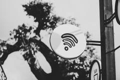 Знак Точки доступа wifi бесплатного интернета Стоковые Фото