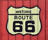 Знак трассы 66 с деревянной предпосылкой стоковая фотография rf