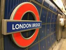 Знак трубки моста Лондона Стоковые Изображения RF