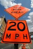 Знак улицы дорожной работы вперед стоковая фотография