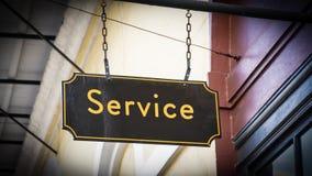 Знак улицы обслуживать стоковая фотография rf