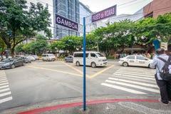 Знак улицы Paseo de Roxas 4-ого сентября 2017 в городе Makati, метро стоковое фото rf