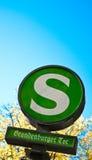 Знак улицы Берлина скалистой вершины Brandenburger Стоковые Изображения RF
