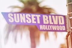Знак улицы Голливуда бульвара захода солнца Стоковые Изображения RF
