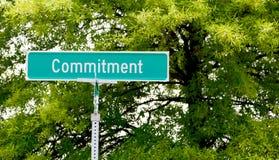 Знак улицы обязательства стоковое фото rf