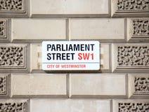 Знак улицы парламента Стоковые Изображения