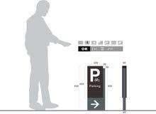 Знак уличного движения автостоянки на белой предпосылке Стоковое Изображение