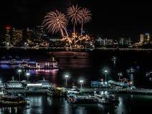 Знак фейерверков кануна Нового Годаа cristmas/и специального фестиваля стоковые фото