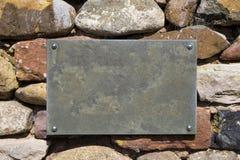 Знак чистого листа на каменной стене Стоковая Фотография RF