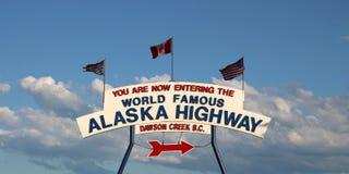 Знак шоссе Аляски Стоковое Изображение RF