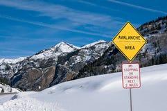 Знак шоссе зоны лавины стоковая фотография