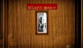 Знак штата только на деревянной двери с малым окном стоковая фотография