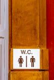 знак для ванны на стене стоковая фотография