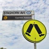 Знак для пешеходного перехода Стоковое Изображение RF