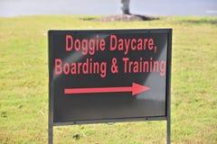 Знак Daycare Doggie стоковые изображения