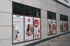 Знак Dirk Rossmann ГмбХ, цепи аптеки, ветви в Падерборне, NRW, Германии, 16 Апрель 2018; раскрывая новая ветвь в Paderbor Стоковая Фотография RF