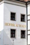 Знак Hofbrauhaus на белых стенах здания Стоковые Фотографии RF