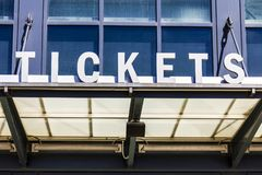 Знак i окна будочки билета стадиона Стоковые Фото