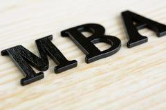 Знак MBA на деревянной предпосылке Стоковое Изображение RF