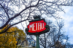 знак paris метро Стоковая Фотография RF