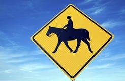 знак riding horseback Стоковые Изображения