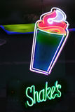 знак shakes delhi Индии неоновый новый Стоковые Изображения