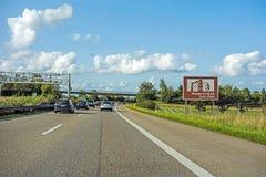 Знак Wasserschloss Sulz-Glatt, автобан, Германия стоковые фото