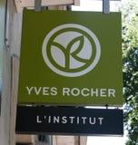 Знак Yves Rocher на стене Стоковое Изображение RF