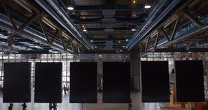 Знамена залы и смертной казни через повешение Pompidou центра видеоматериал