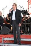 Знаменитый актер Mikhail Morozov и измерения Kronstadt Terenty Mescheryakov - руководства и представляют оперу фестиваля Kronstad Стоковое фото RF