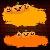 Знамя или плакат grunge сети хеллоуина оранжевые при тыквы хеллоуина страшные изолированные на предпосылке кирпичной стены funky бесплатная иллюстрация