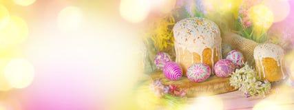 Знамя пасхи с пасхальными яйцами и пасха испекут Стоковые Изображения