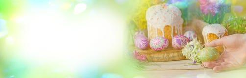 Знамя пасхи с пасхальными яйцами и пасха испекут Стоковые Изображения RF