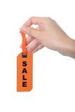 Знамя продажи бумаги владением пальца женщины стоковая фотография