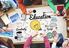 Знание образования изучая учащ концепцию университета стоковое фото