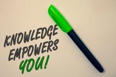 Знание сочинительства текста почерка уполномочивает вас звонок Образование смысла концепции ответственное достигнуть вашего сообщ стоковое фото