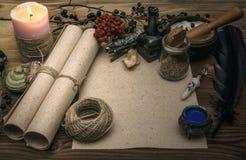 Знахарь shaman колдовство Волшебная таблица альтернативный bamboo поднос спы микстуры деталей ginkgo biloba ванны Стоковые Фотографии RF