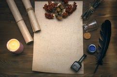 Знахарь shaman колдовство Волшебная таблица альтернативный bamboo поднос спы микстуры деталей ginkgo biloba ванны Стоковые Изображения