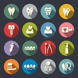 Значки зубоврачебной темы плоские бесплатная иллюстрация