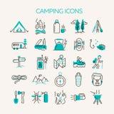 Значки располагаться лагерем и туризма иллюстрация вектора