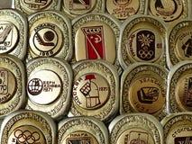"""Значки с чемпионы мира хоккеистами надписи """"советские, Европа, Олимпийские Игры Эмблема чемпионата стоковые изображения"""