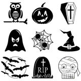 Значки хеллоуина установили в черно-белое включая сыча, тыкву, гроб с крестом, призраком, пауком на сети паука, шляпе ведьмы с bu Стоковое фото RF
