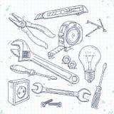 Значки эскиза руки установили инструментов плотничества, плоскогубцев, отвертки, электрической лампочки и ключа Стоковые Изображения RF