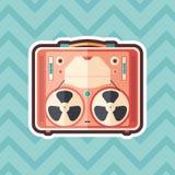 Значок винтажного стикера магнитофона плоский с предпосылкой цвета бесплатная иллюстрация