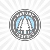 Значок значка заповедника Защищенный знак леса Силуэт деревьев Стоковая Фотография