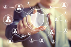 Значок кнопки вируса безопасностью экрана прессы руки бизнесмена онлайн Стоковая Фотография RF